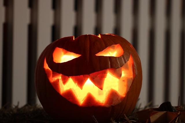 ijesztő halloween töklámpás
