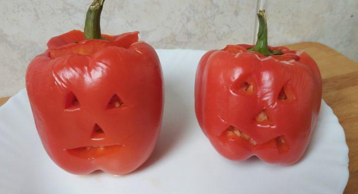 halloweeni töltött paprika